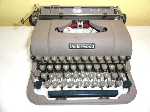 Vintage Typewriter Manual Underwood Working Condition with Case