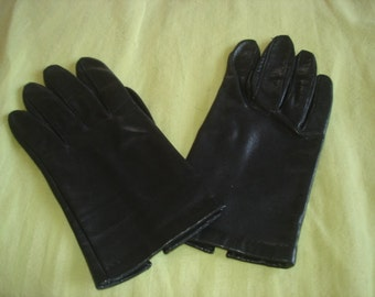 """Black  Leather Lined Gloves Previously Loved Length  7.5"""""""