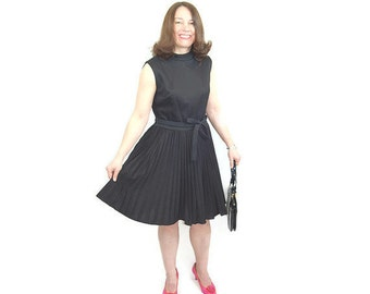 1960s black dress, 60s black pleated dress, Mad men dress, acordian pleats, 60s mini dress, 60s party dress, full skirt, Size M