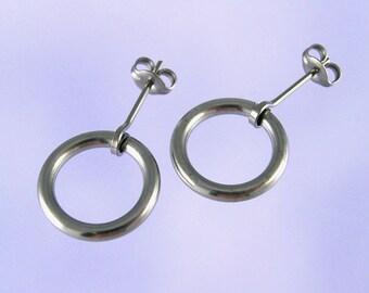 Niobium stud earrings: Doorknockers