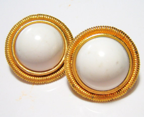white clip on vintage  earrings round SB