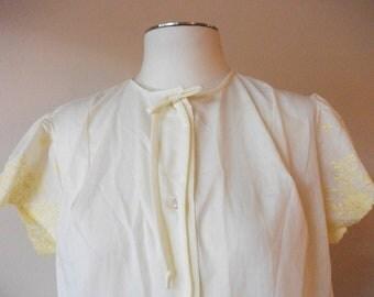 SALE! Pale Yellow 60s Cotton Housecoat, Size M