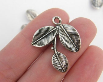 5 Leaves charms antique silver tone L19
