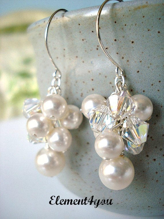 Pearl cluster Bridal Earrings. Crystal Pearl Earrings. Wedding Earrings. Grape cluster drop Earrings. Wedding Jewellery, Pearl Earrings