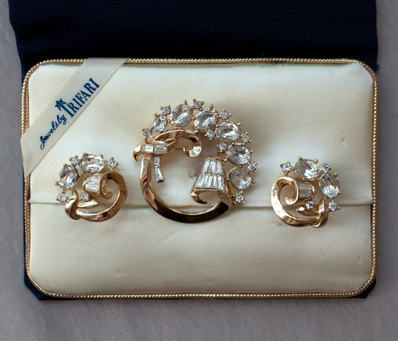 Jewels by Trifari 1950's Brooch and Earrings Demi Parure Mint in Box Set