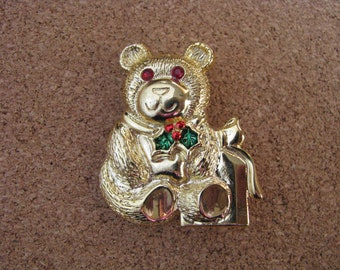 Gerrys vintage gold tone Christmas Holiday bear pin brooch with red green tie