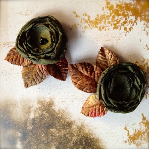 Flower shoe clips with velvet leaves. Hunter green-- NEW, moss green, golden brown, silver and rust.