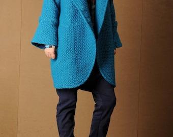 The blue corrugated woolen coat long coat