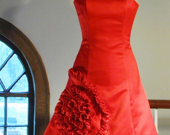 Small Red Strapless Party Dress with Spiral Flower, Size 1/2