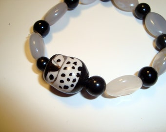 Ceramic Owl Bracelet in Black and White - handmade one of a kind design - Elastic Bracelet - easy on and easy off - gemstone beaded band