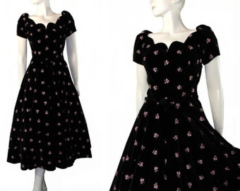 Vintage 1950s Black Velvet Full Skirt Party Dress Pink Flowers Nice Neckline Medium