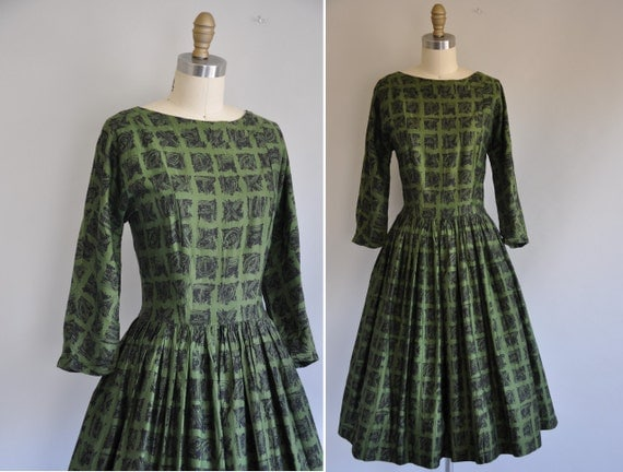 1950s 50s dress / vintage 1950s forest green print full skirt cotton dress / Lost In A Forest