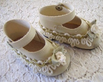 Vintage Snap Closure Flower Rick Rack Baby / Doll Shoes