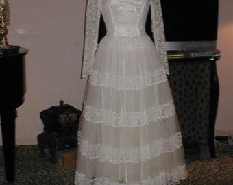 Vintage 1950s ballet-length Ivory Lace Wedding Dress