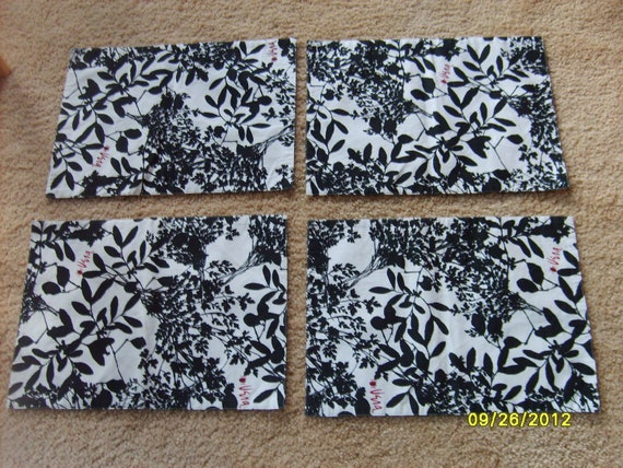 vera placemats black and white reversible set of 4 fabric. Black Bedroom Furniture Sets. Home Design Ideas