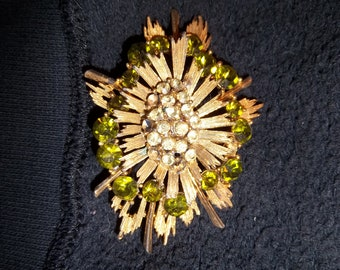 Vintage Starburst Lisner Brooch Green Gold