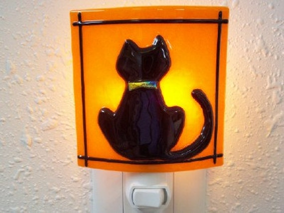 NIGHTLIGHT - Black Cat with Dichroic Fused Glass NIghtlight