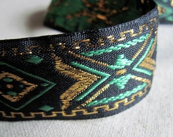 Diamond X geometrix jacquard ribbon in GOLD and GREEN