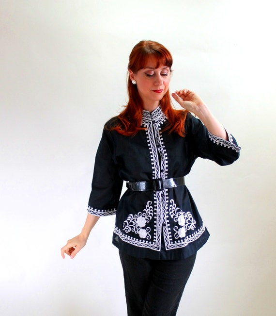 Sale - Vintage 1960s Black White Embroidered Floral Shirt Blouse. Graphic. Tiki Party. Mad Men Fashion. Fall Fashion. Spring Fashion. Large