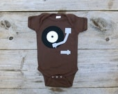 Record Player Onesie, Music Lover Gift, 70s gift, retro onesie, baby creeper, baby bodysuit, baby boy clothes, gifts under 25, hipster baby