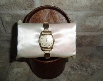 Vintage 1950's Mens Elgin Gold Tone Wind Up Dress Wrist Watch