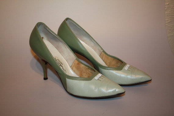 Reduced - Mint Julep Twist - Late 1950s Two Tone Green Leather Pumps - Mad Men-esque - 8/8.5N