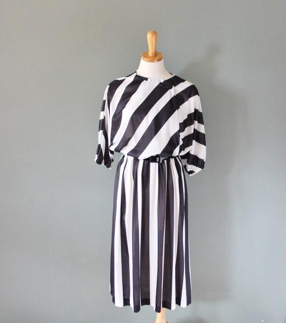 Vintage 80s Black and White STRIPES Dress - Women L XL - With Belt