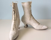 Antique 1900s VICTORIAN White Leather Lace up Boots / Louis Heel Pointy Toe /  Shabby Chic / Wedding