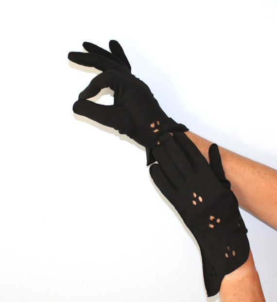 1950s Gloves / Vintage Black Egyptian Cotton Wrist Gloves / Curved Wrist Cut Outs Size 6