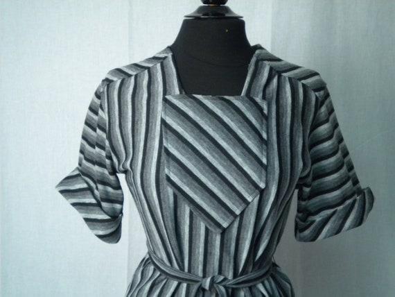 Vintage 70s Dress: Black and Grey Knit Day Dress