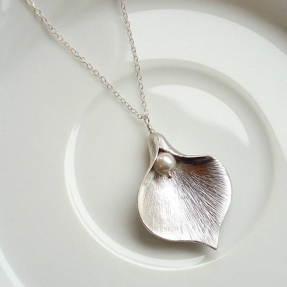 Calla Lily Necklace in Silver, Calla Lily Necklace with Freshwater Pearl - Also Available in Gold, Bridal, Wedding Jewelry, Bridesmaid Gift