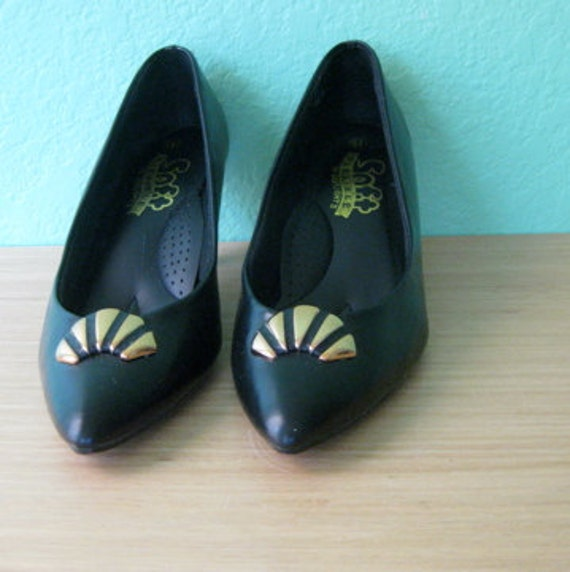 80s pumps - art deco inspired black vintage heels with toe decor - size 6.5/7