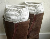 Cream cable knit legwarmers - Cream boot toppers - cream boot cuffs - Winter Fashion - Cozy legwarmers - Winter Acessory