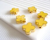 Gold plated Double-sided Metal Clover Connector in yellow color- 15mm