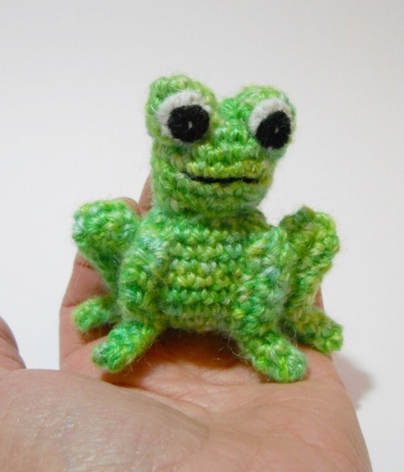 Amigurumi Green Frog : Amigurumi crochet miniature frog green wool animal called