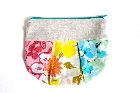 Vintage Zippered Pleated Pouch - Surfer Chic
