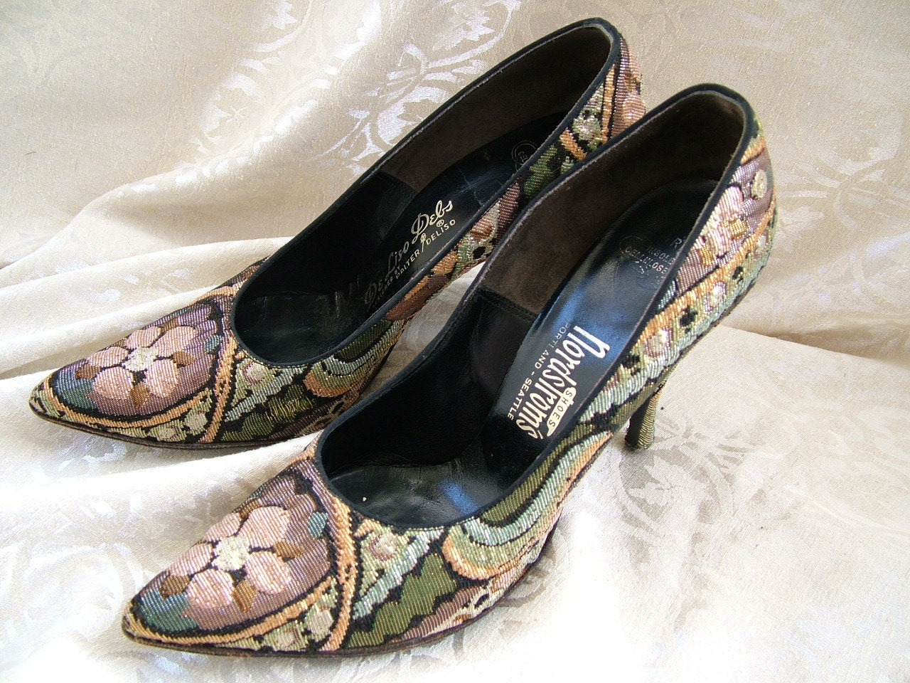 Excellent SALE Exquisite Vintage 1960s Womens Shoes. High Heels.
