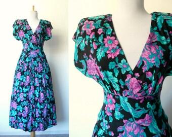 Vintage 80s v-neck floral grunge dress (medium)