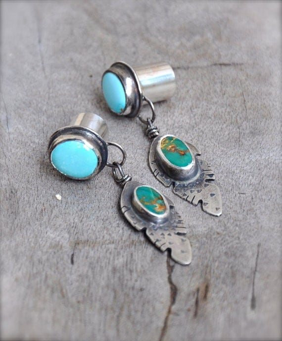 00 Gauge Turquoise Feather Silver Plugs with Manassa and