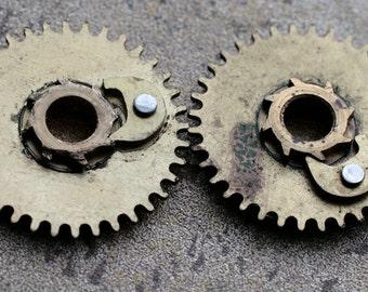 Vintage clock brass gears -- set of 2 -- D14