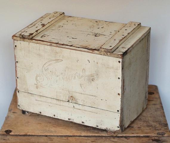 reserved listing vintage wood milk box with by froggoestomarket. Black Bedroom Furniture Sets. Home Design Ideas