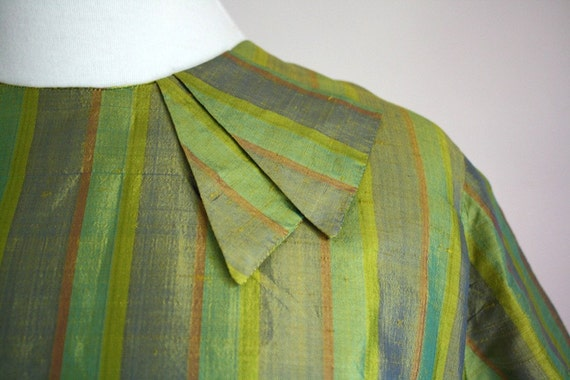 1950s blouse / back button top / green shirt small to medium