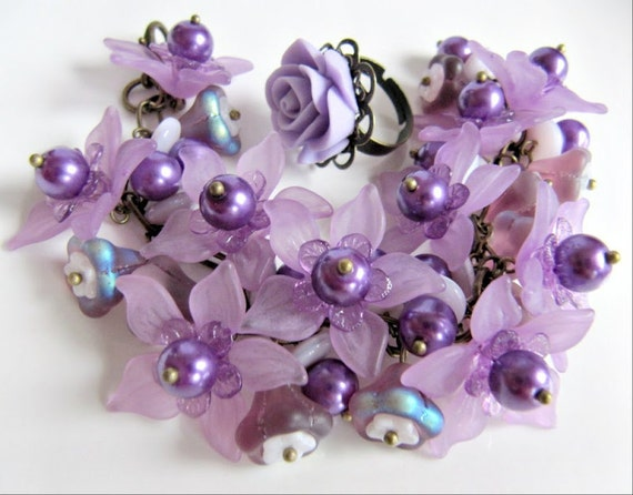 Chunky purple flower bracelet and purple flower ring, romantic jewelry