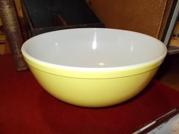 Large Vintage Pyrex Sunshine Yellow Mixing Bowl by Bungalowbob