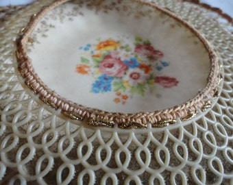 Vintage China Plate Inside a plastic Doily Wall Hanging