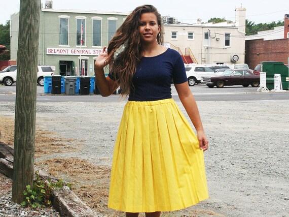 Vintage Yellow Pleated Skirt * Preppy Knee Length Skirt w/ Elastic Waist * Size Medium Large * FREE SHIPPING