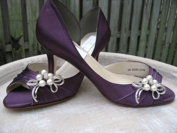 eggplant wedding shoes purple eggplant bridal shoes with pearl and bow brooch 3842