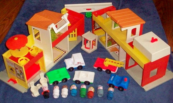 Fisher-Price Toy 997 Little People Play Family Village near complete