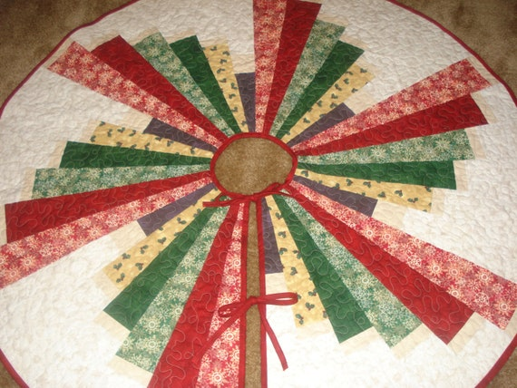 Windmill Swirl Christmas Tree Skirt