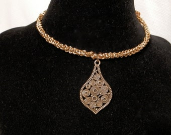 Gold aluminum chain choker with contemporary pendant